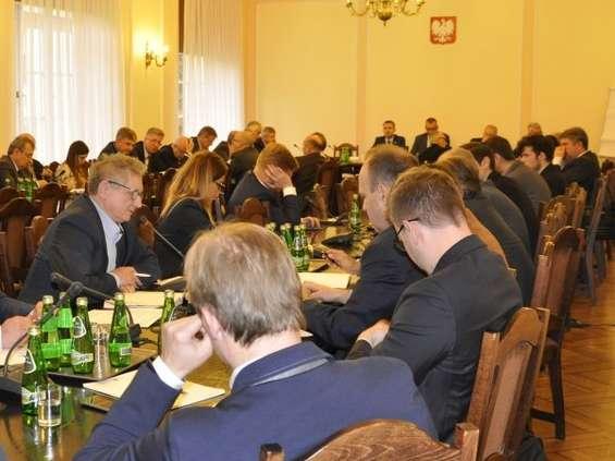 Konsultacje w Sejmie: podatek liniowy zniszczy polski handel