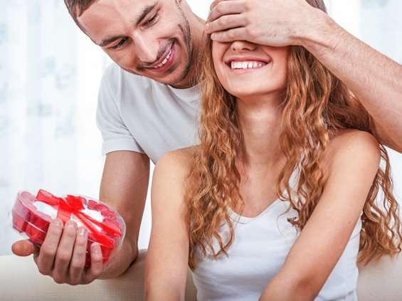 8 marca. Co dać w prezencie kobiecie?