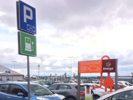 CH Auchan w Gdańsku z terminalem do ładowania samochodów elektrycznych