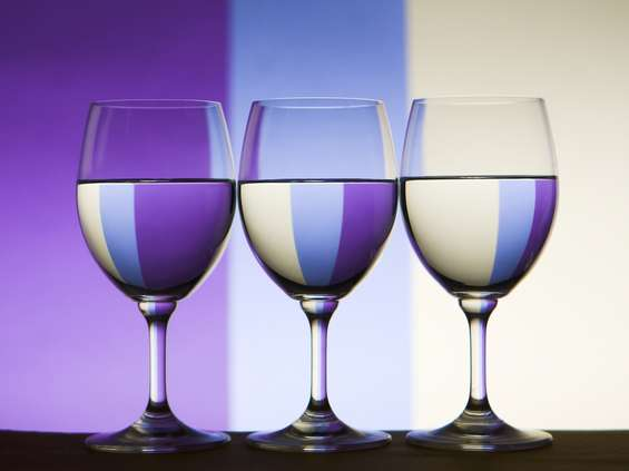 Polacy piją coraz więcej droższego wina
