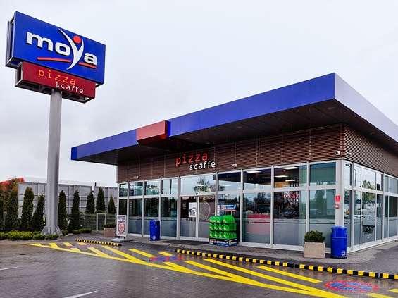 Pierwsza stacja własna Moya z pizzą i kawą