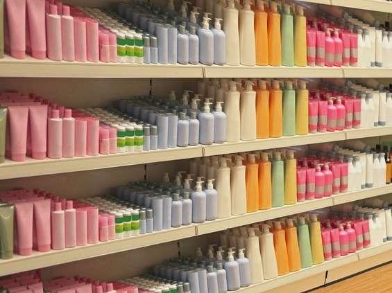Branża kosmetyczna więcej produkuje i więcej sprzedaje