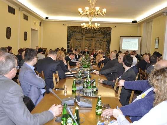 Dziś w Sejmie znów o zakazie handlu w niedziele