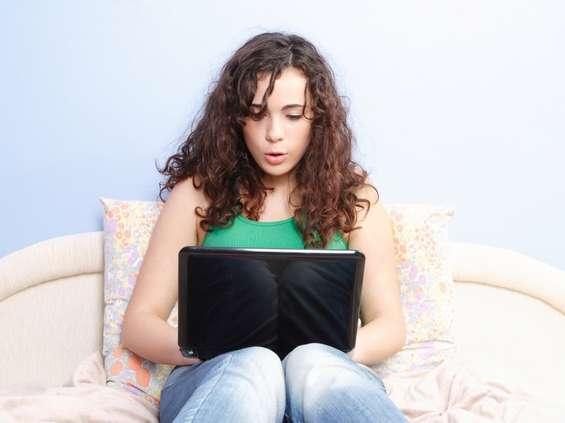 Nastolatkowie masowo robią zakupy w sieci
