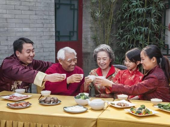 Chińczycy wybierają restauracje i jedzenie na wynos, na czym cierpi handel spożywczy