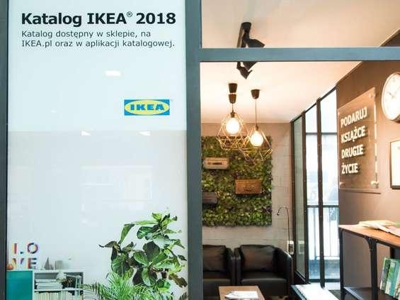 IKEA urządziła czytelnię na dworcu w Krakowie