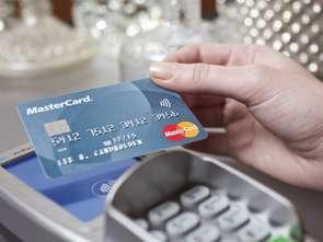 Mastercard: Polacy chcą płacić kartą, ale nie wszędzie mogą