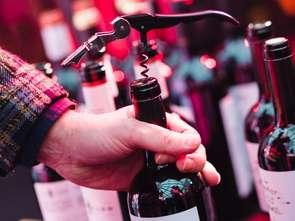 Coraz chętniej sięgamy po wino