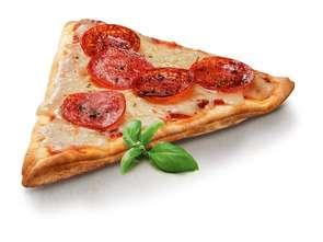 Trójkąt pizzy na ciepło w Żabce