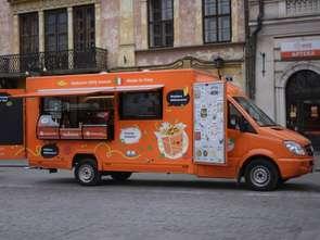 Makarunowy food truck w drodze