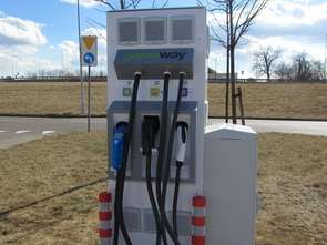 Przybywa stacji ładowania samochodów elektrycznych