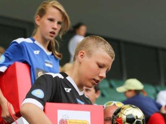Biedronka wspiera młodych piłkarzy