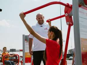 PKN Orlen uruchamia siłownie plenerowe na stacjach