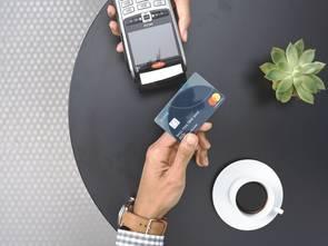 Mastercard podwyższy limit płatności bez PIN do 100 zł