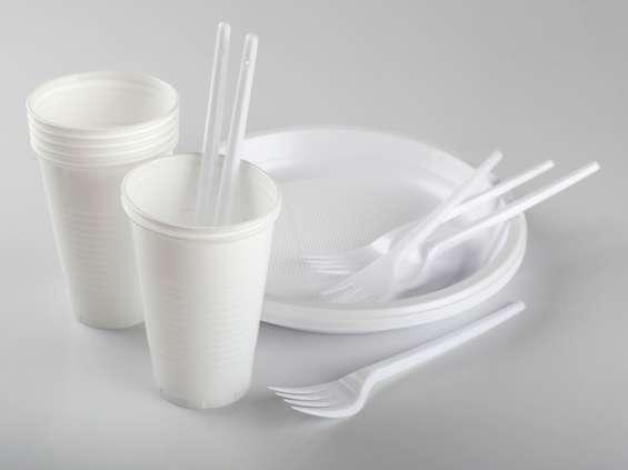 Jednorazowe sztućce i naczynia z tworzyw sztucznych mogą zniknąć z użycia