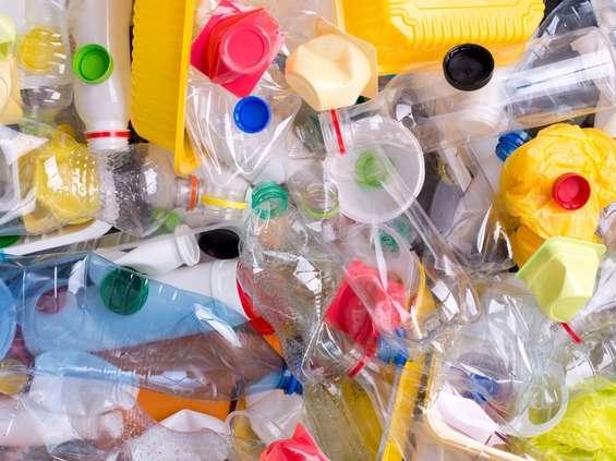 Greenpeace: koncerny FMCG zaśmiecają środowisko