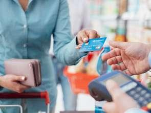 Kartą kredytową płacimy najczęściej za jedzenie