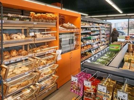 Carrefour celuje w stacje paliw