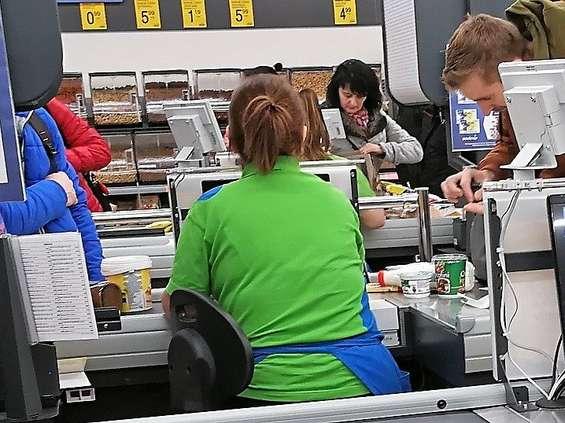 Kasjerzy boją się kas samoobsługowych