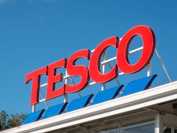 Sieć sklepów Tesco znów się kurczy