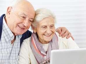 Przybywa seniorów kupujących w sieci