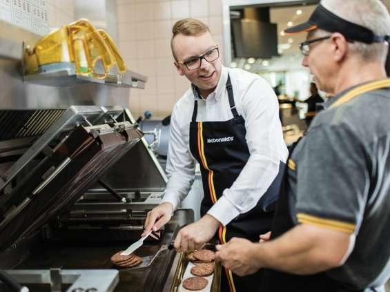Milion dolarów na szkolenia dla pracowników McDonald's