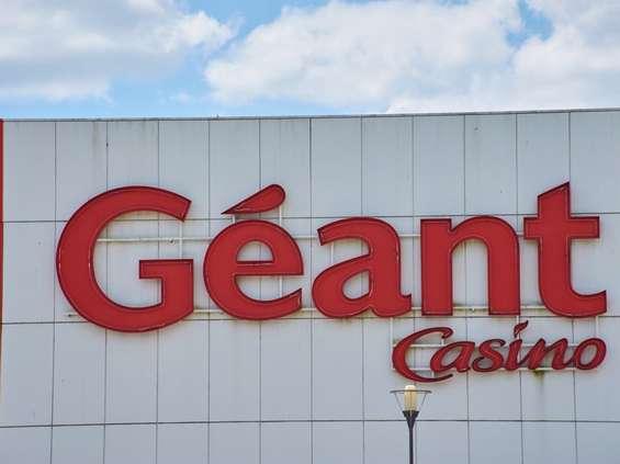 Francuska sieć sprzedaje sklepy