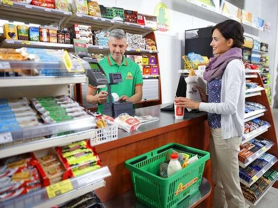 Sprzedaż w sklepach w styczniu w górę i w dół