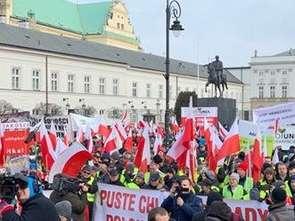 Rolnicy protestują i zbierają na pomoc prawną dla zatrzymanych