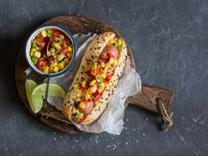 Wiosenny hot-dog z limonką