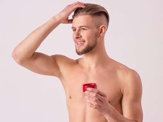 Męskie kosmetyki, czyli smaruj brodę, maluj brew