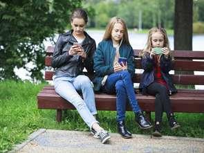 Sieć rządzi życiem nastolatków. Z każdym rokiem bardziej