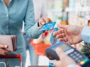 NBP: rośnie liczba kart płatniczych i płatności nimi