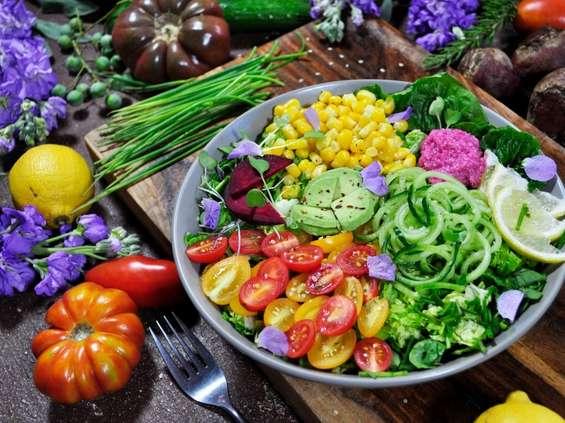 IQS: przybywa osób ograniczających spożycie mięsa