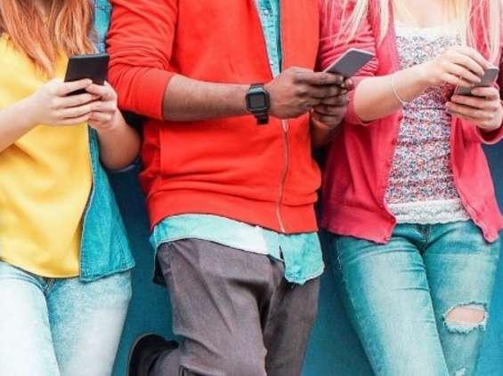 Młodzi są online i bez gotówki