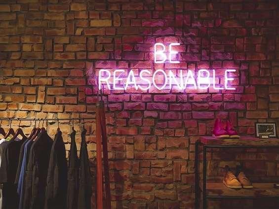 Grupa Slow: minimalizuj zakupy i kupuj ubrania wysokiej jakości
