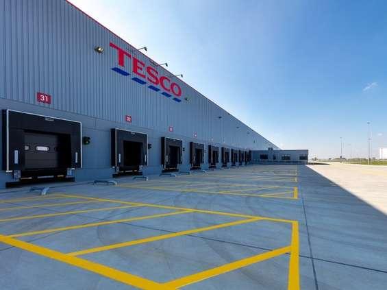 Tesco zamyka 4 sklepy i centrum dystrybucyjne w Komornikach