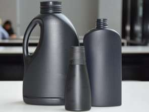 Henkel: czarny plastik do recyklingu