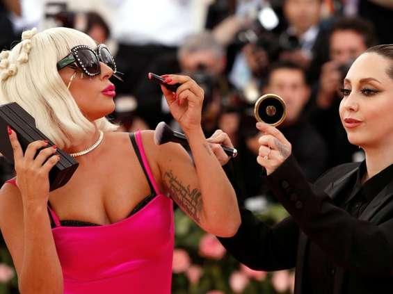Lady Gaga na wyłącznośc Amazona