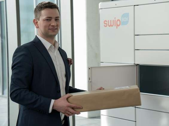 Poczta Polska stawia automaty SwipBox, sprawie przygląda się UZP