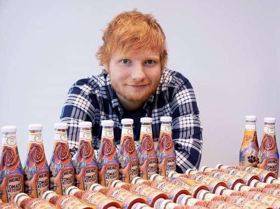Tatuaż Eda Sheerana z Heinz na butelkach ketchupu