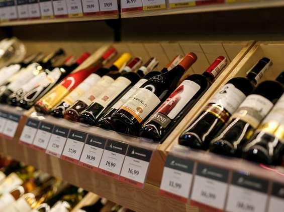 Małe sklepy sprzedają coraz więcej wina