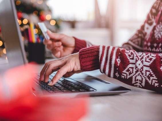 Deloitte: 1521 zł na święta, z których jedna trzecia online