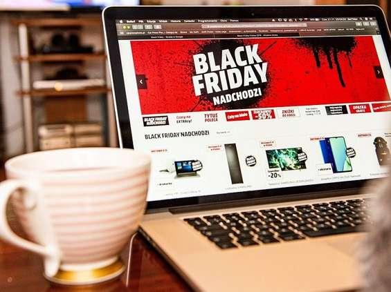 Młodzi Polacy podzieleni w sprawie Black Friday