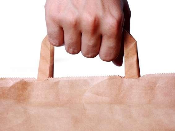 96,3% osób nosi własne torby na zakupy [BADANIE]