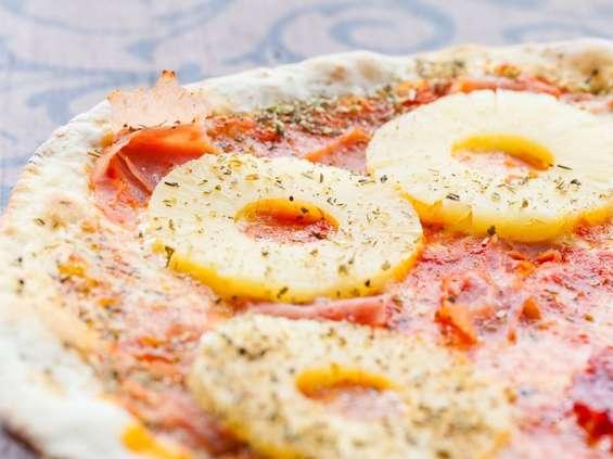 Polacy lubią pizzę hawajską. W większości