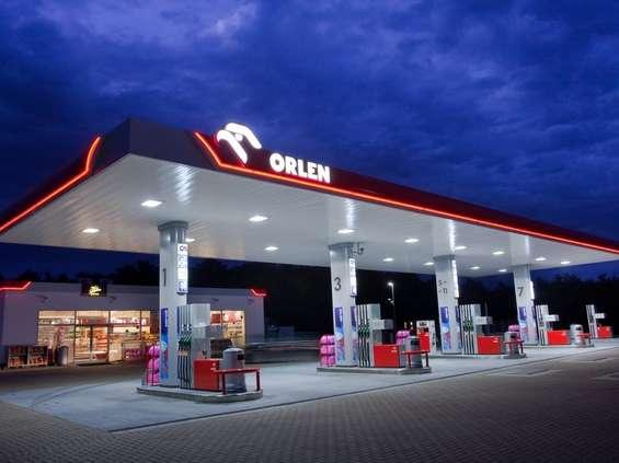 Niedziele na stacjach paliw: rząd dementuje