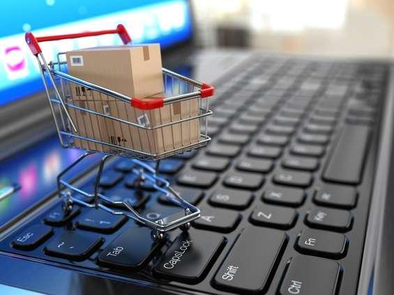 Polacy kupują online ... w czasie pracy
