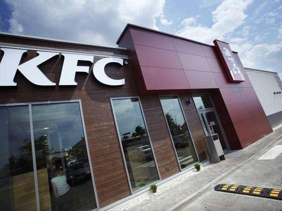 Limitowana kolekcja bluz KFC z okazji Dnia Singla