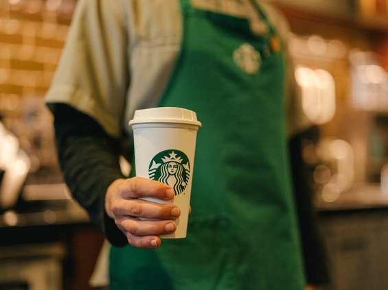 Starbucks traci przez koronawirusa